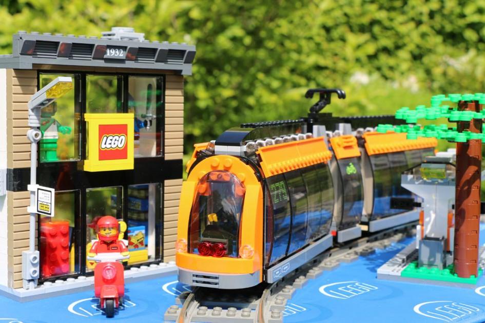 Der neue Lego City Square: Straßenbahn, LEGO Store und mehr | © Andres Lehmann