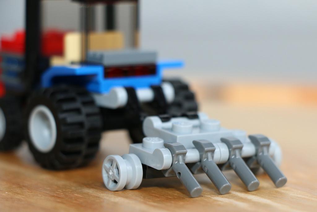 Im Traktor vergeht die Zeit wie im Pflug. | © Andres Lehmann