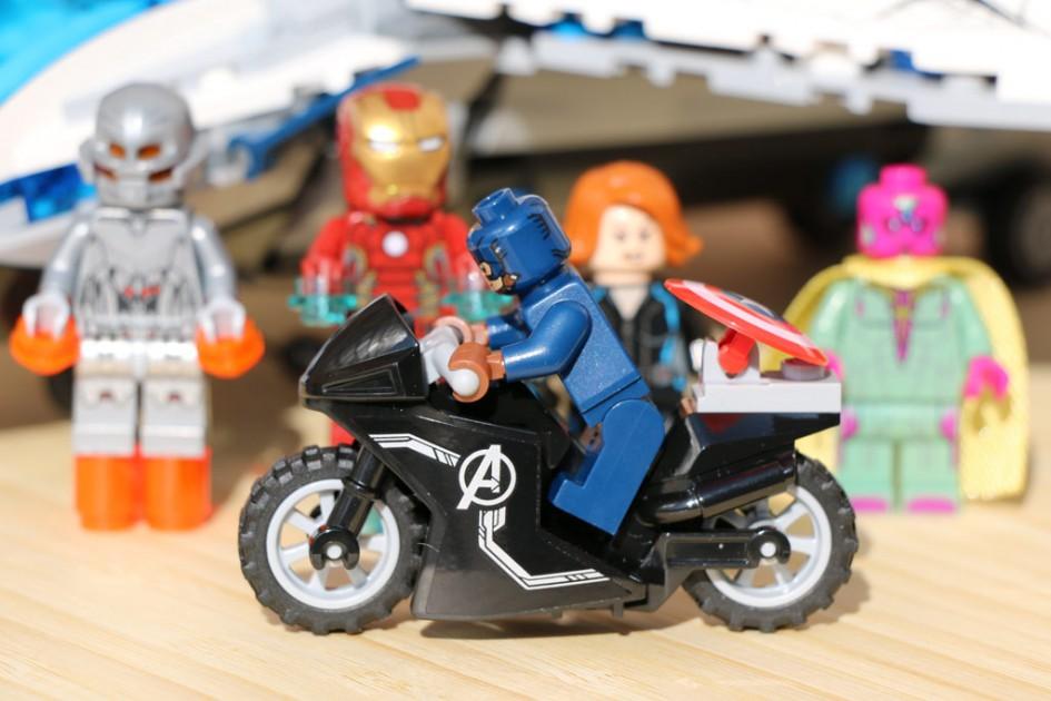 "LEGO Marvel Super Heroes ""The Avengers Quinjet Verfolgugnsjagd"" (76032) aus dem Jahre 2015 | © Andres Lehmann"
