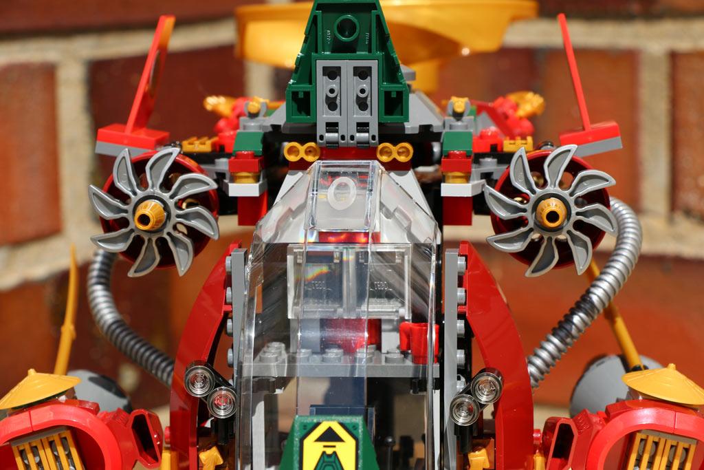 Die Front des Ronin R.E.X.: Das Cockpit lässt sich öffnen | © Andres Lehmann