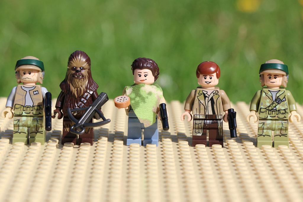 Fünf Minifiguren dem Set beigegeben wurden | © Andres Lehmann