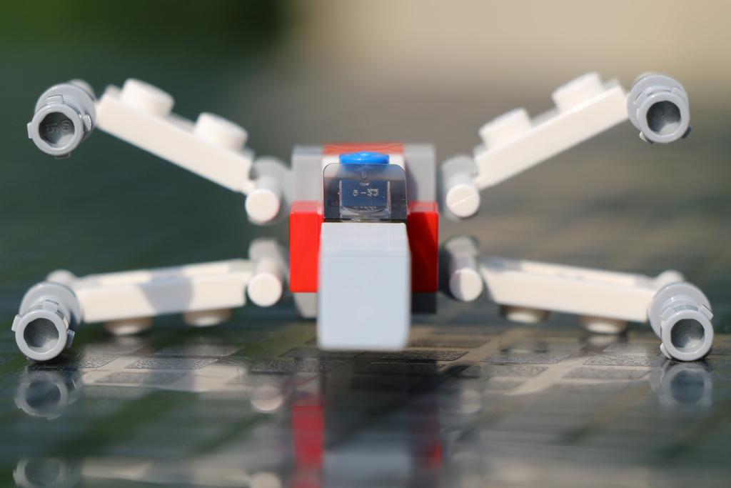 Miniatur X-Wing Starfighter aus Legosteinen   © Andres Lehmann