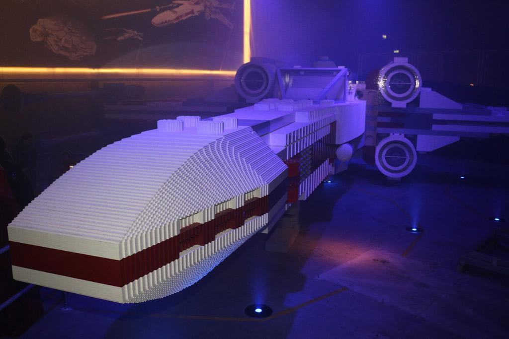 lego-x-wing-starfighter-front-billund-legoland-2015-andreslehmann zusammengebaut.com