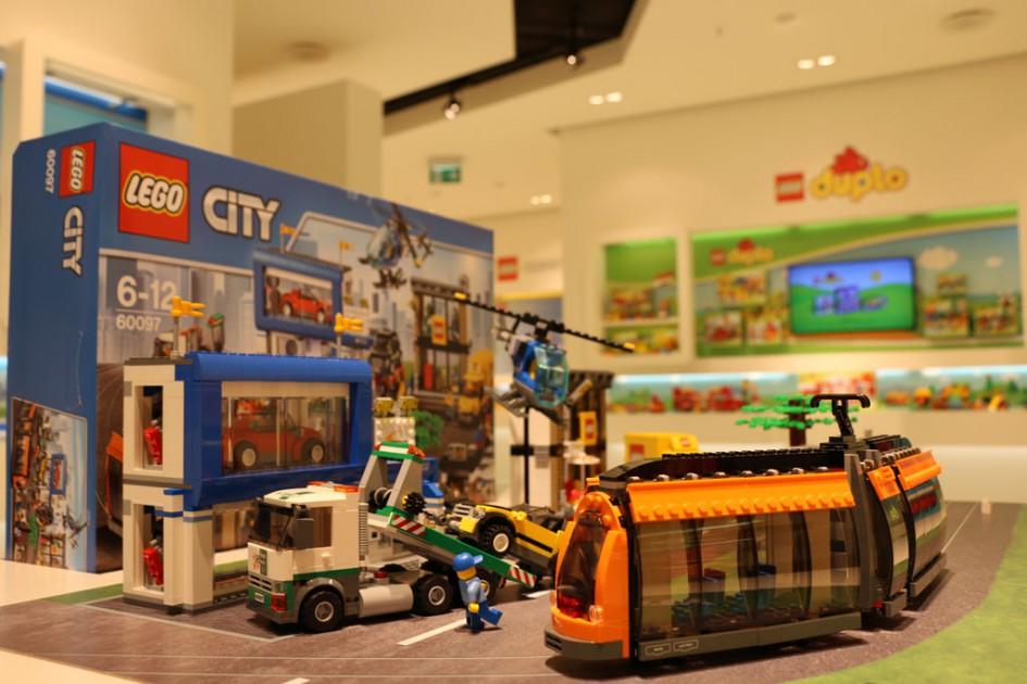 Hingucker auf der Spielwarenmesse 2015: Der neue Lego City Town Square | © Andres Lehmann