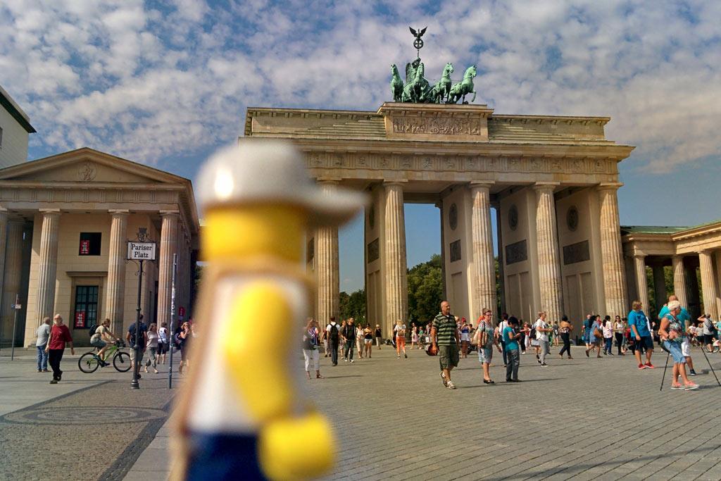 Lego Minifigur: Das Brandenburger Tor erreicht | © Andres Lehmann