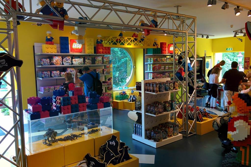 Gut sortierter Lego Laden im Heide Park | © Andres Lehmann