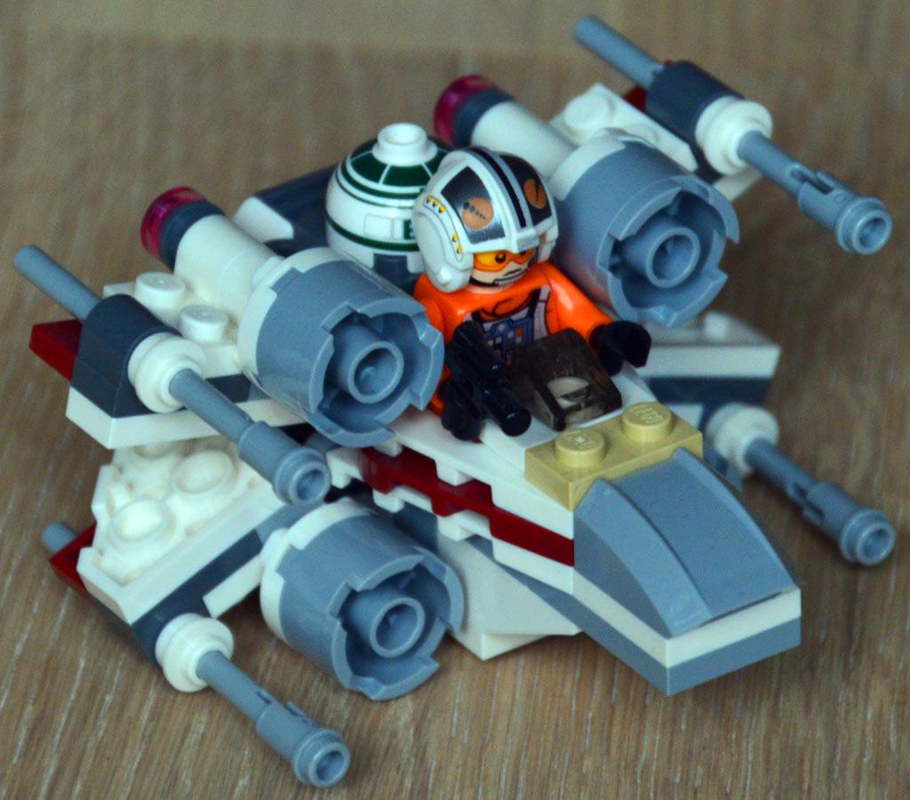 Kuscheliger X-Wing als Microfighter | © Roland Triankowski