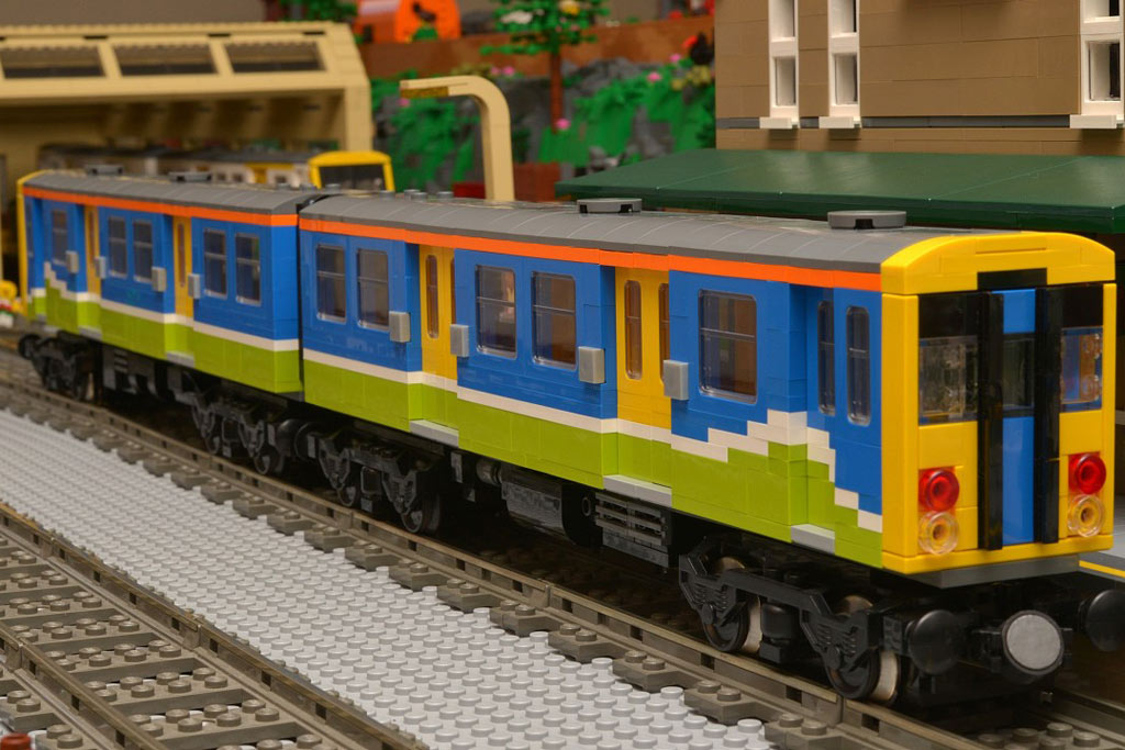 Multiple unit in an approximation of First Great Western colours | © Huw Millington