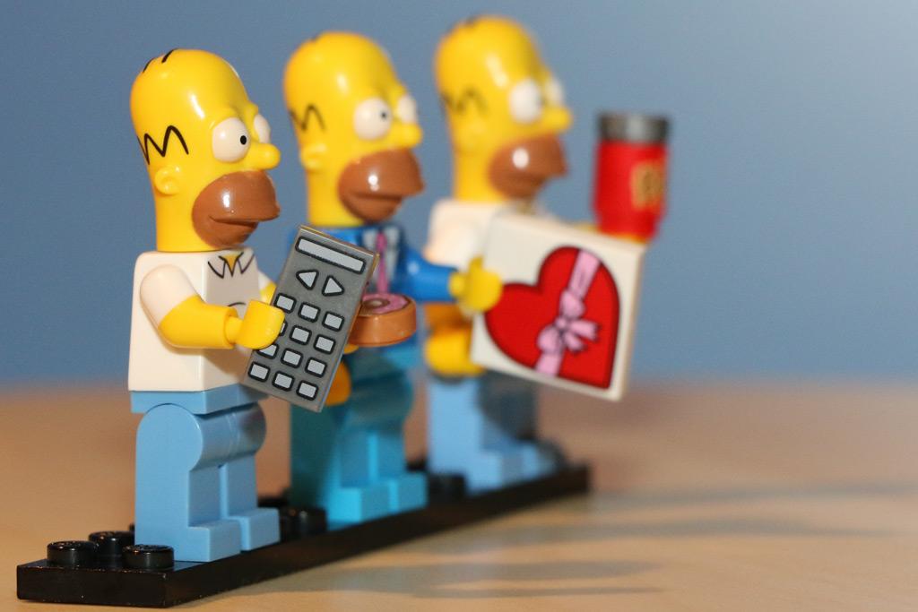 Homer gab es bereits als Minifigur im Rahmen der Minifiguren-Serien oder nebst Simpsons Haus | © Andres Lehmann