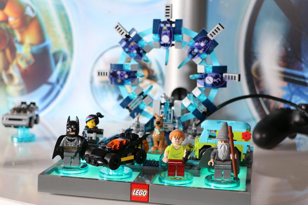 Auf dem Lego Dimensions Toy Pad finden bis zu sieben Spielfiguren Platz | © Andres Lehmann
