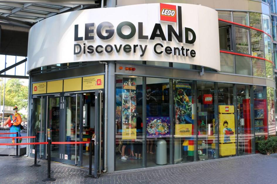 Eingangsbereich mit Shop des Legoland Discovery Centres in Berlin | © Andres Lehmann