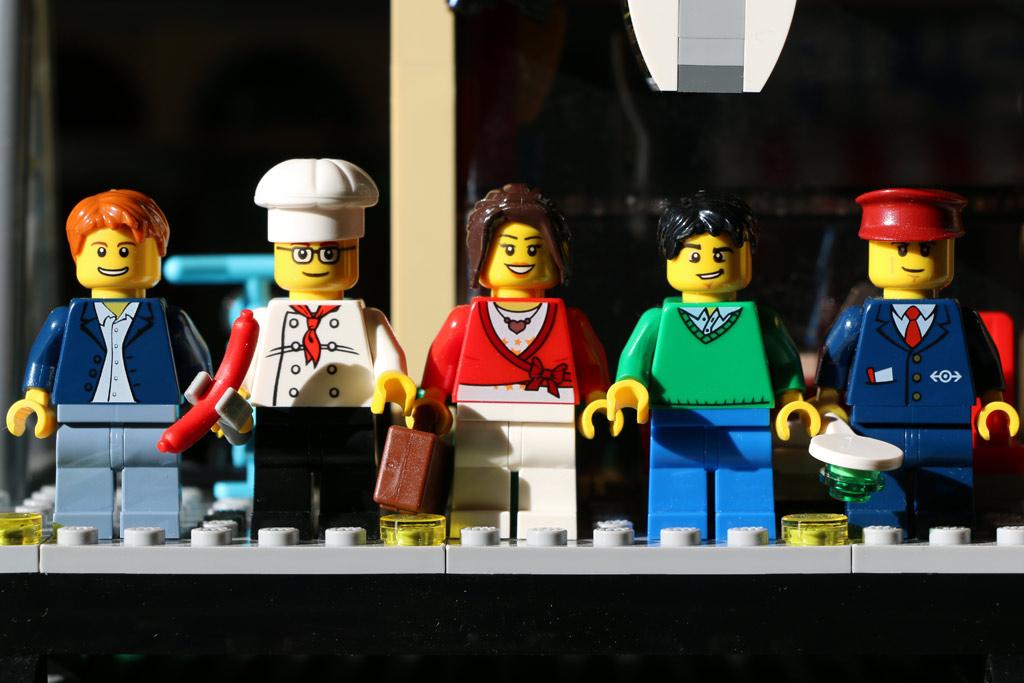 Fünf Minifiguren sind an Bord | © Andres Lehmann