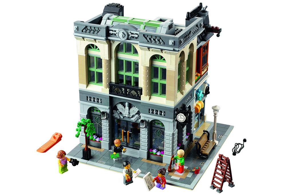 Die Brick Bank öffnet ihre Pforten am 1. Januar 2016. Die Fassade des ersten Stockwerkes ist weiß... welche Farbe hat noch mal das Kleid? | © LEGO Group