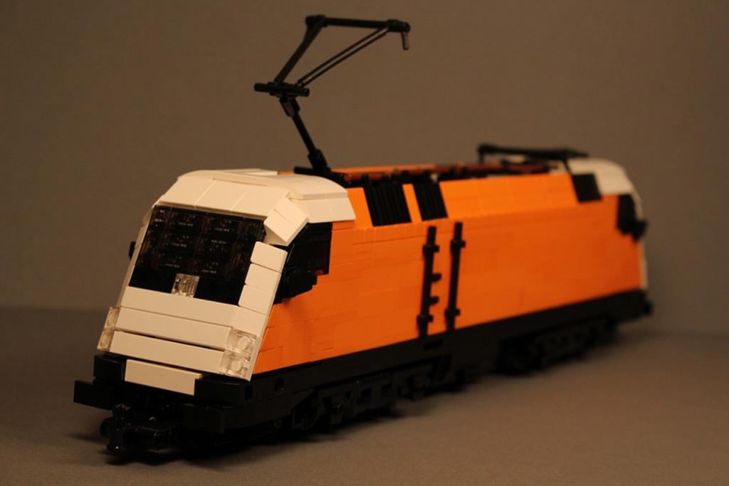 RC Lego Siemens Taurus: Da ist Zug dahinter! | © Gábor Horváth