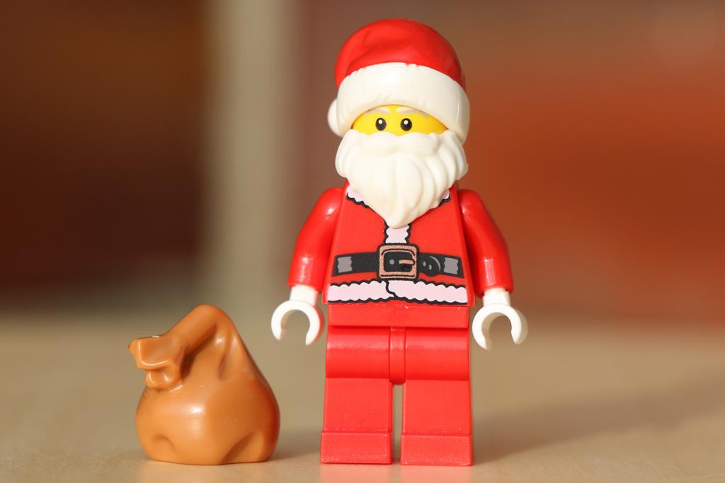 Santa Minifigur | © Andres Lehmann