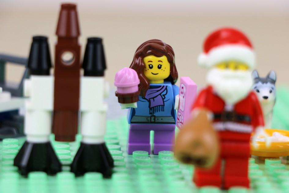 Weihnachten: Kuchen in der Hand | © Andres Lehmann