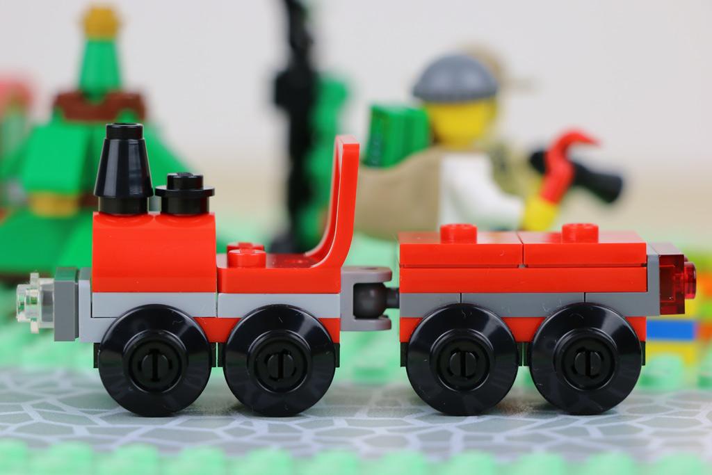 Türchen 14 und 15: Da ist Zug dahinter! | © Andres Lehmann