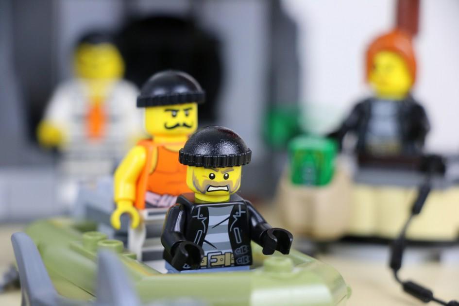 Lego City Gefängnisinsel: Glückt der Fluchtversuch? | © Andres Lehmann