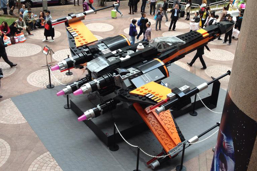 Poe's X-Wing Starfighter in Hong Kong | © John Ho