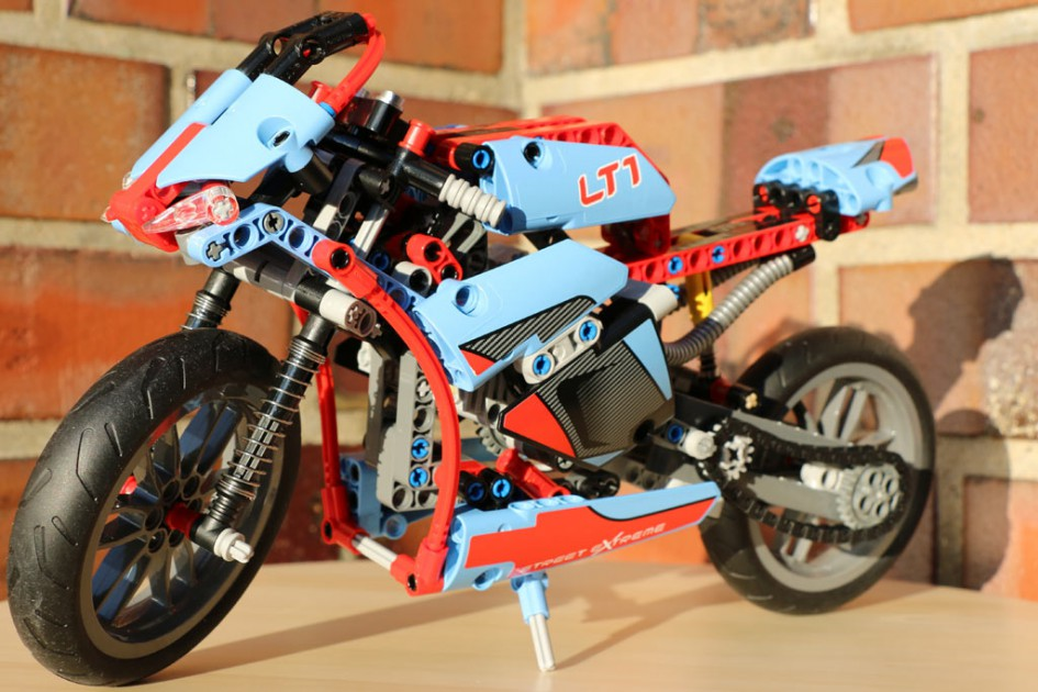 Lego Technic Straßenmotorrad   © Andres Lehmann