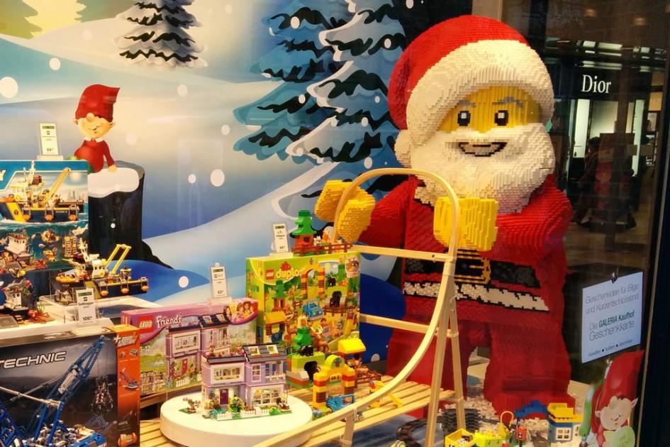 Lego Weihnachtsmann: Bei der Galeria Kaufhof im Schaufenster | © Andres Lehmann