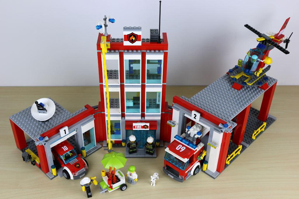 Große Feuerwehrstation für die Lego City | © Andres Lehmann