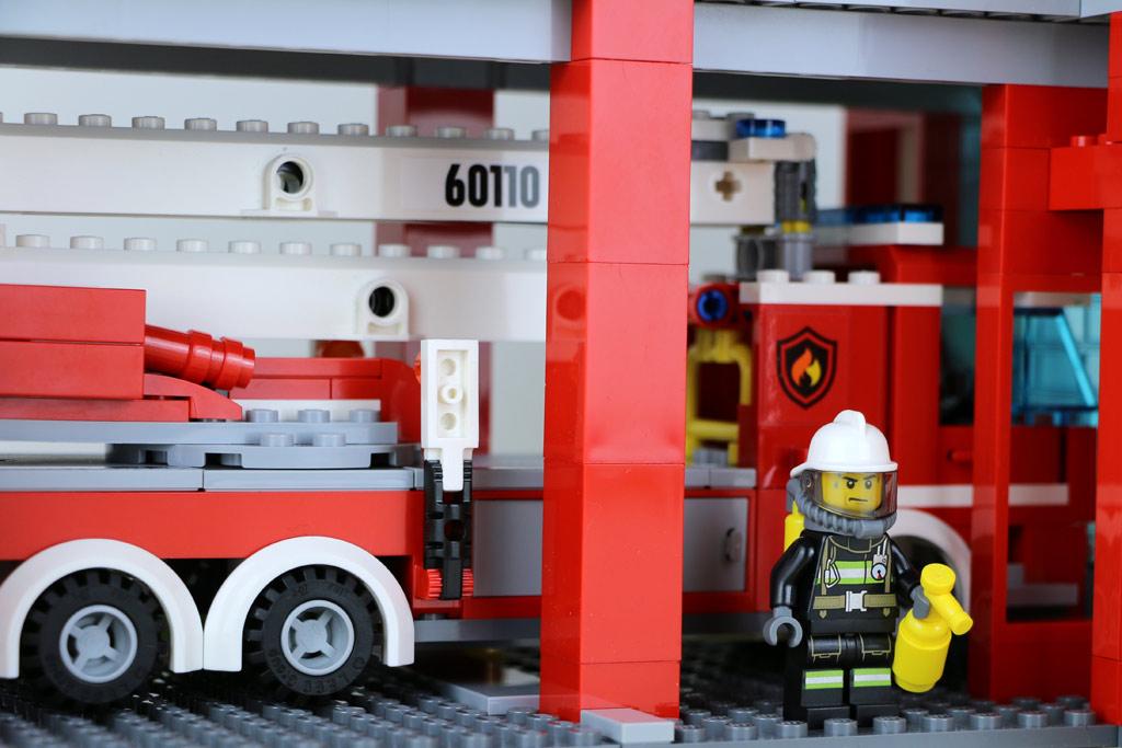 Löschfahrzeug in der Garage | © Andres Lehmann