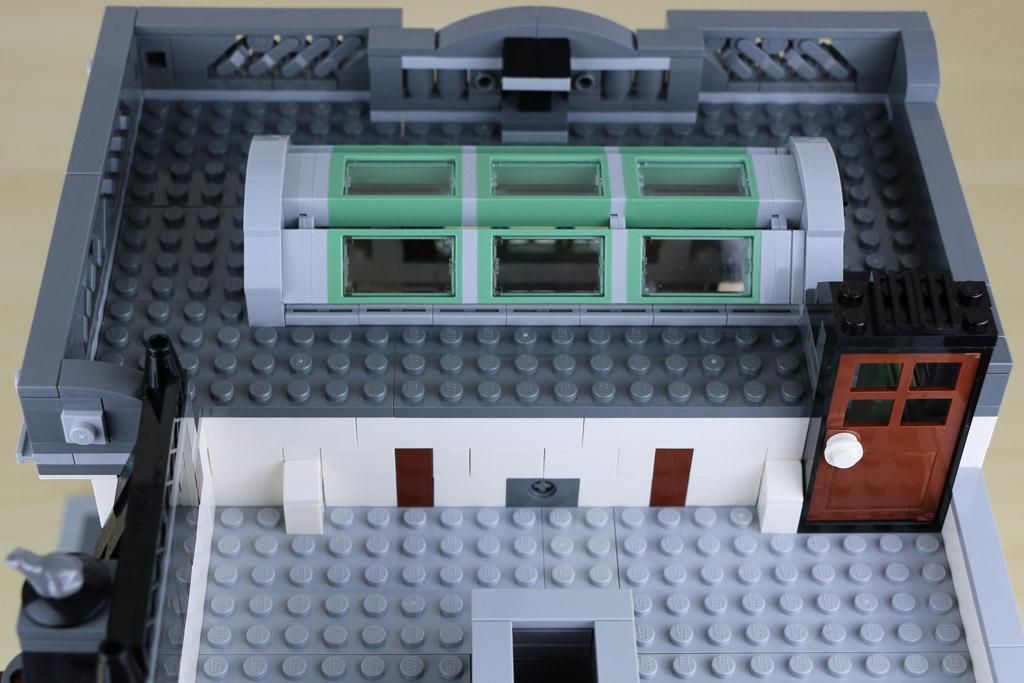 lego creator expert brick bank im review die steine bank berragt zusammengebaut. Black Bedroom Furniture Sets. Home Design Ideas
