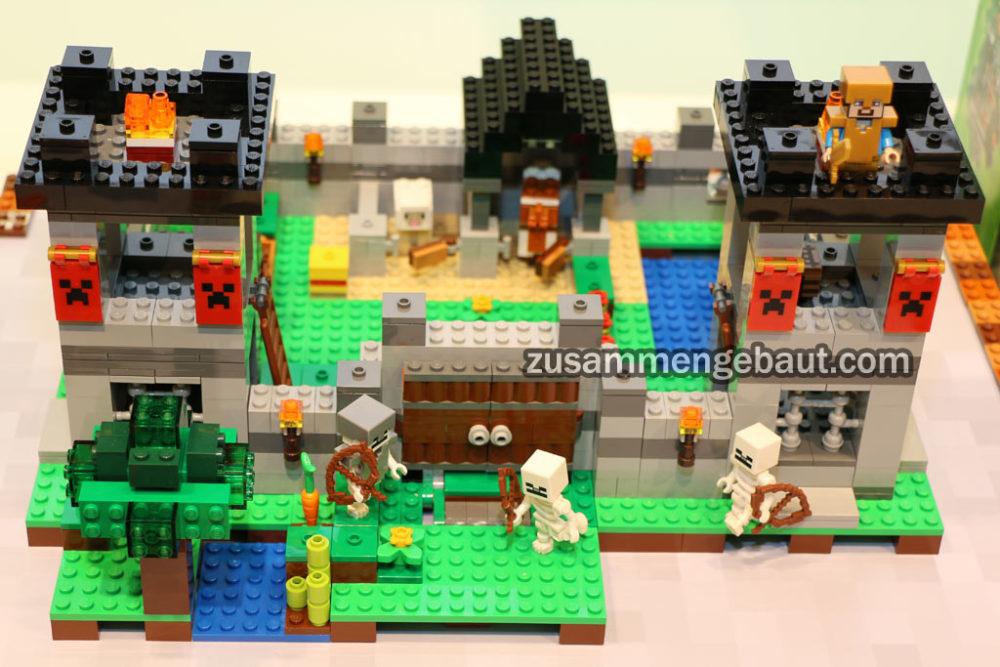 Toy Fair 2016 Five New Lego Minecraft Sets On Display Zusammengebaut