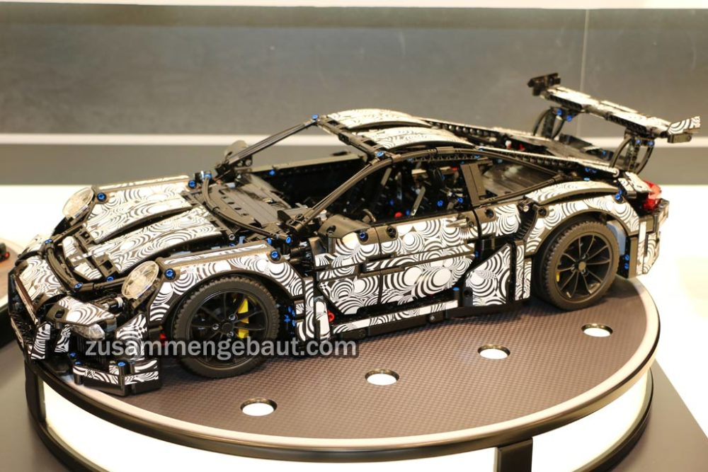 toy fair 2016 lego technic 39 mystery 39 set new porsche race car on display zusammengebaut. Black Bedroom Furniture Sets. Home Design Ideas