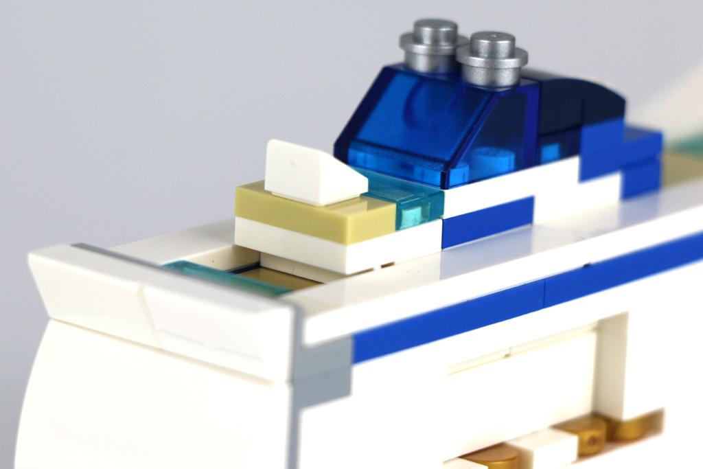 Transparenter blauer Ziegelstein | © Andres Lehmann / zusammengebaut.com