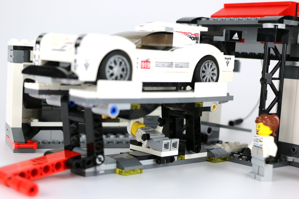 lego speed champions porsche 919 hybrid und 917k boxengasse review zusammengebaut. Black Bedroom Furniture Sets. Home Design Ideas