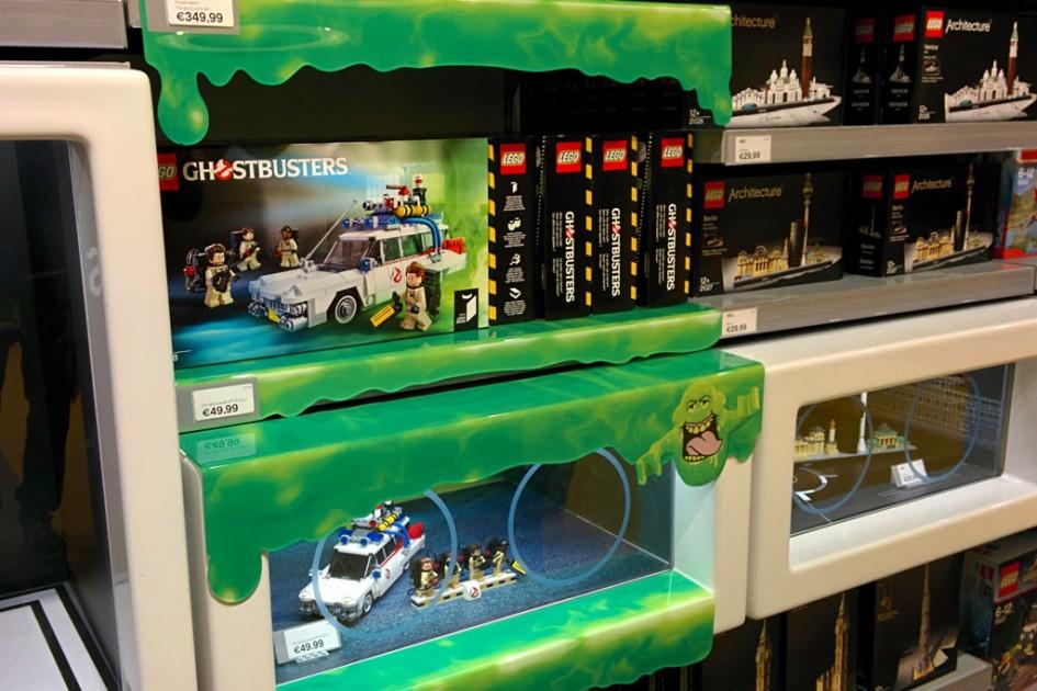 Slimer unterwegs im LEGO Store   © Andres Lehmann / zusammengebaut.com