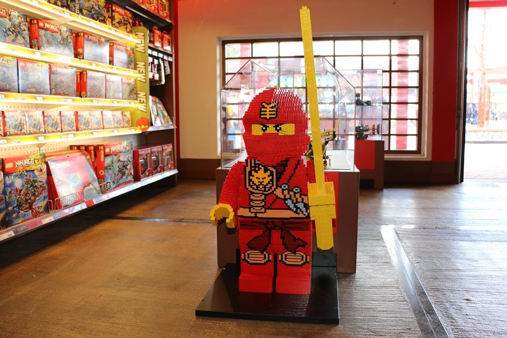 Ein Ninjago Shop darf nicht fehlen. | © Andres Lehmann / zusammengebaut.com