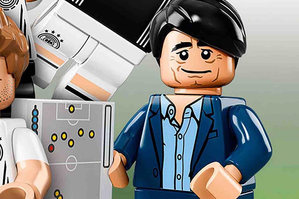 Jogi Löw gibt dei Taktik vor! | © LEGO Group