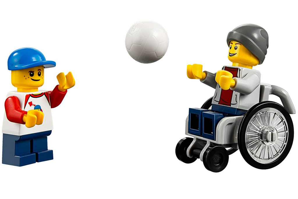 Ball spielen im Park | © LEGO Group