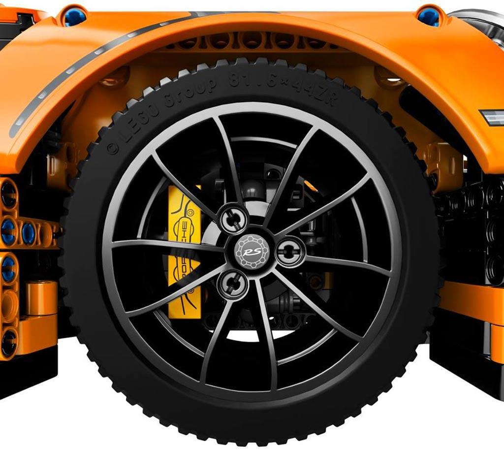 Lego Porsche 911 GT3 RS: Wer dreht hier am Rad? | © LEGO Group