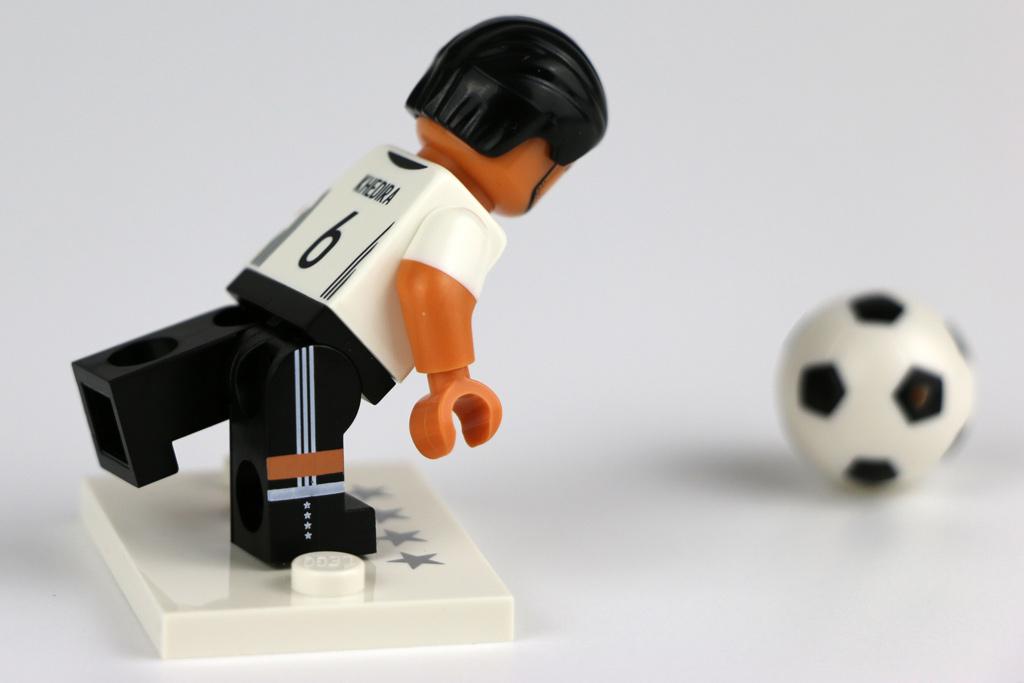 Auch ein Nationalspieler gerät mal ins Straucheln... | © Andres Lehmann / zusammengebaut.com