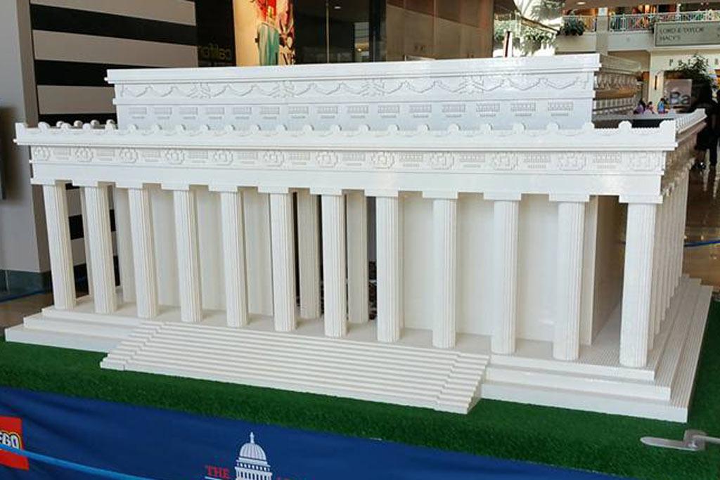 Auch vom Lincoln Memorial gibt es schon ein... winziges offizielles Set. | © Tony Madjawa Deida