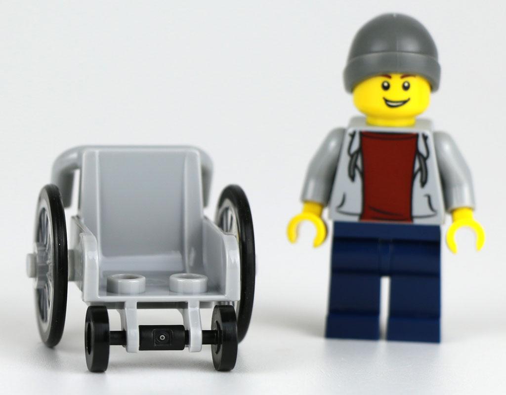 Dank zweier Noppen kann die Minifigur befestigt werden. | © Andres Lehmann / zusammengebaut.com