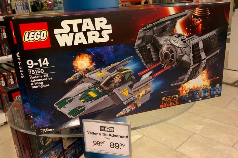 Lego Star Wars Vader's TIE Advanced vs. A-Wing Starfighter (75150) bei Kaufhof im Angebot | © Andres Lehmann / zusammengebaut.com