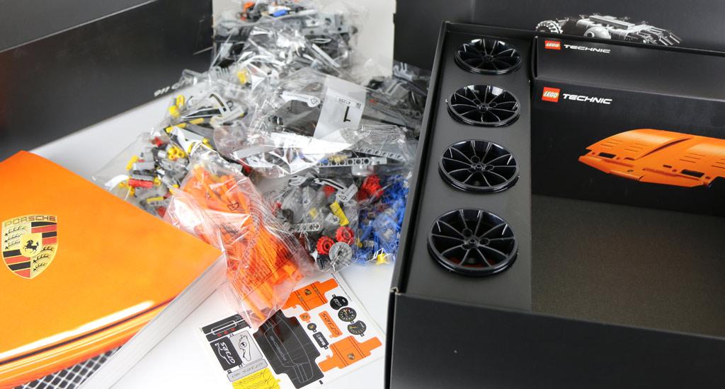 Lego Technic Porsche 911 GT3 RS (42056): Ausgepackt! | © Andres Lehmann / zusammengebaut.com