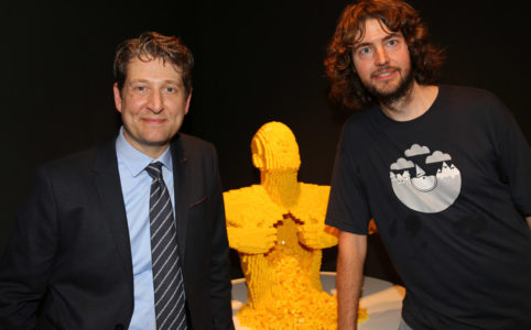 nathan-sawaya-yellow-andres-lehmann-hamburg-the-art-of-the-brick-2016-zusammengebaut-frank-burmester zusammengebaut.com
