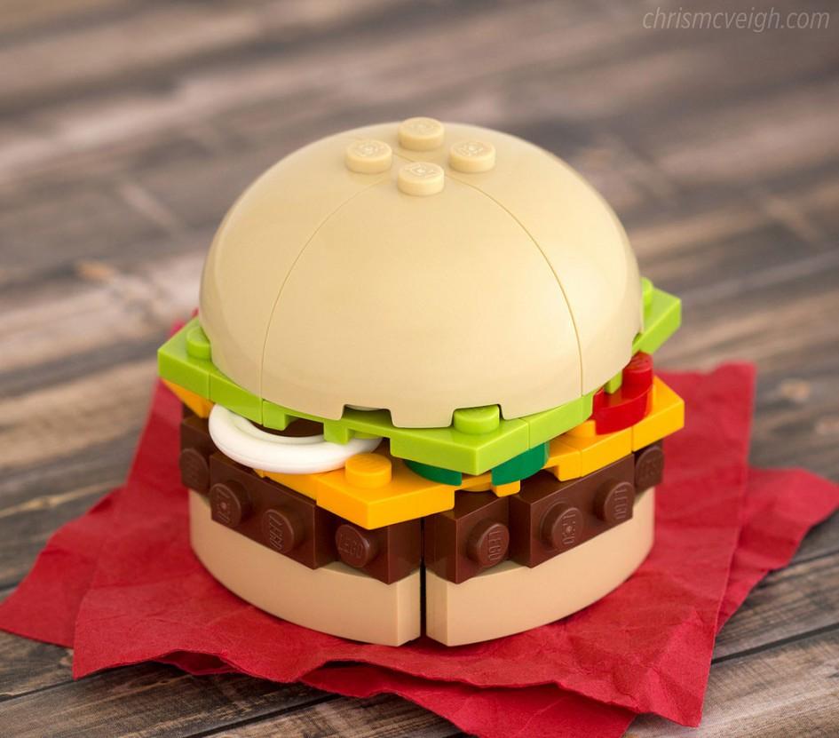 Brick-Links der Woche: Ein Burger aus LEGO - Mahlzeit! | zusammengebaut