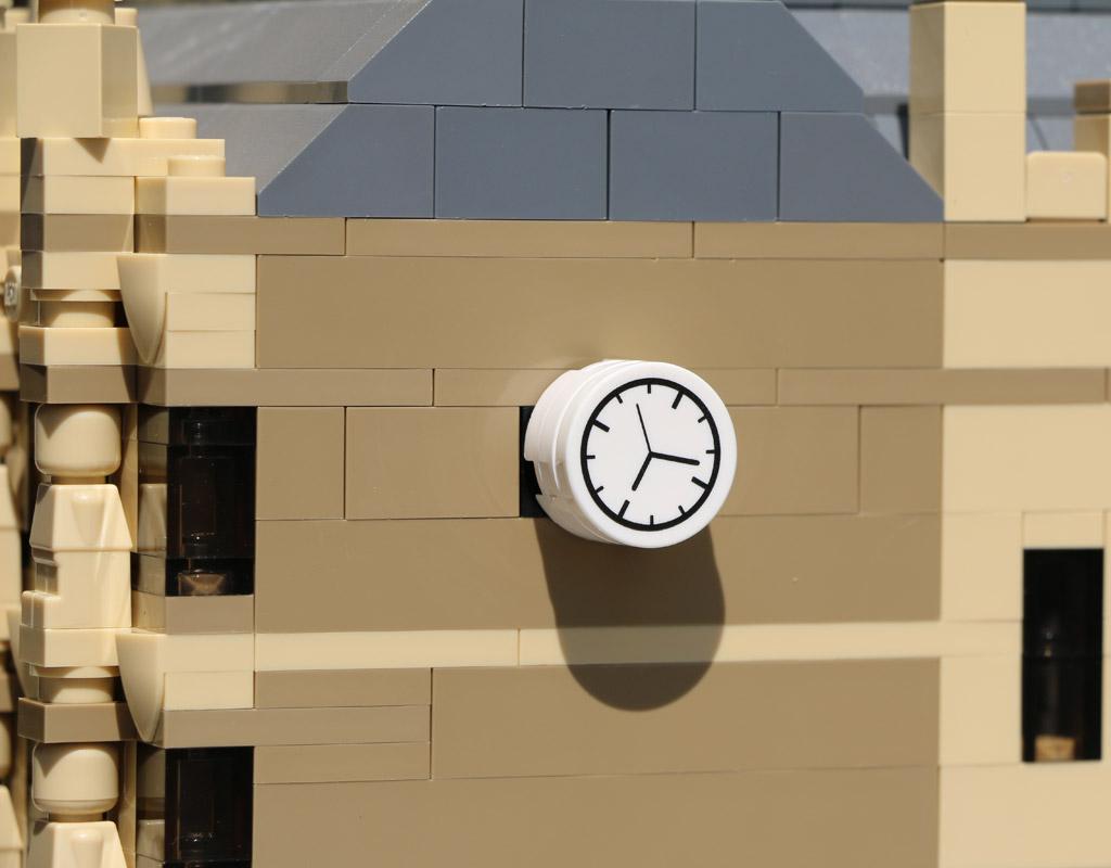 Wer an der Uhr dreht, der verändert die Uhrzeit. | © Andres Lehmann / zusammengebaut.com
