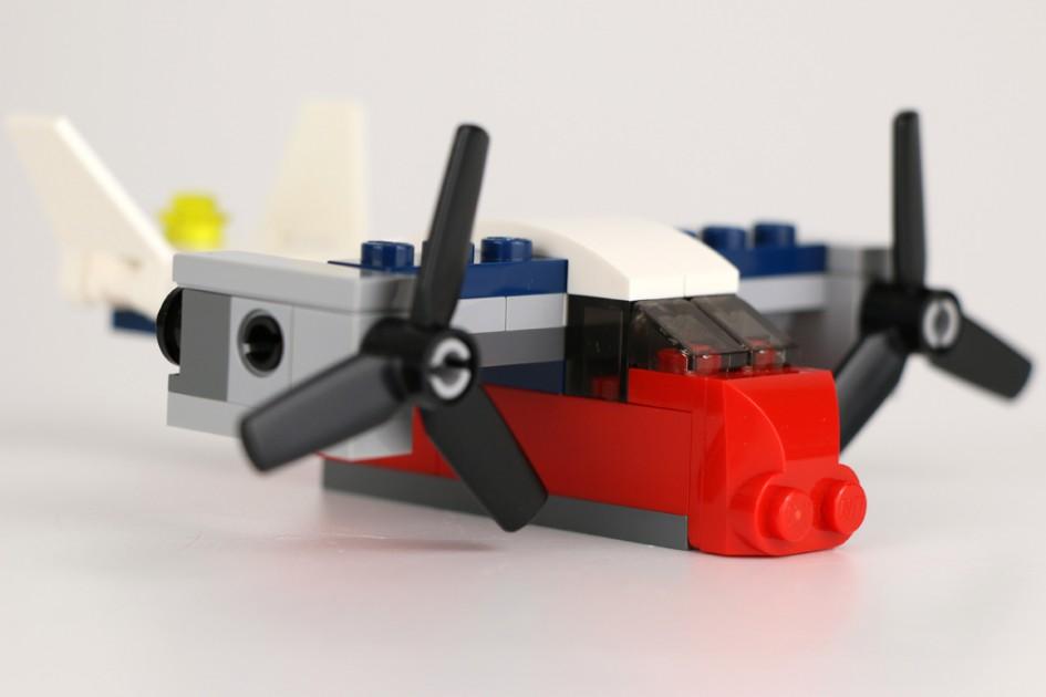 LEGO Creator Transportflugzeug (30189) | © Andres Lehmann / zusammengebaut.com