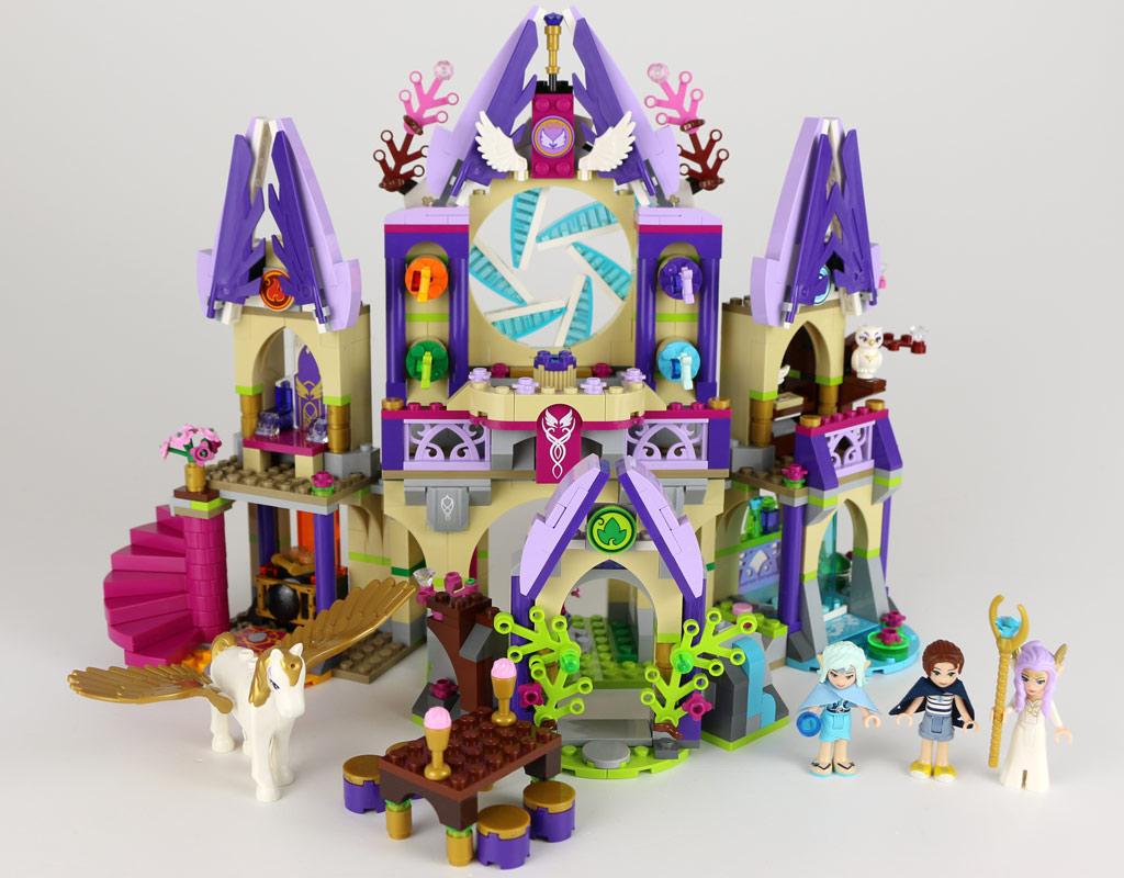 Das Schloss in voller Pracht | © zusammengebaut.com
