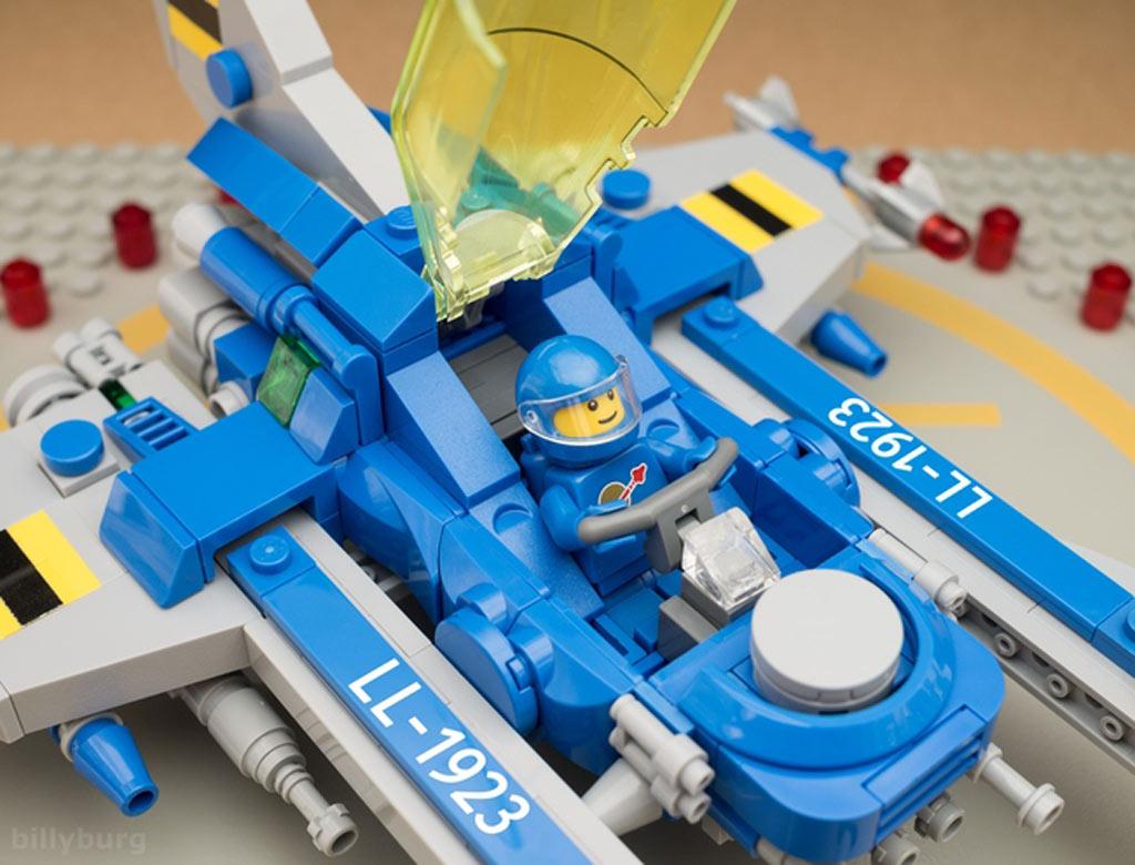 Cockpit zu, wir können starten! | © Billy Burg / LEGO Ideas