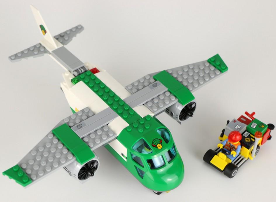 LEGO City Flughafen-Frachtflugzeug (60101) | © Andres Lehmann / zusammengebaut.com