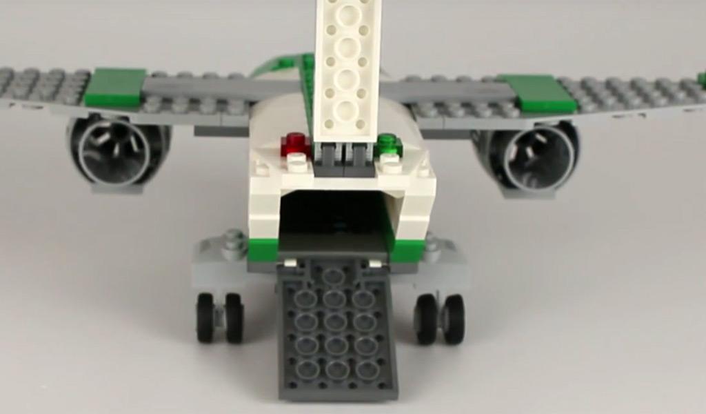 Das Flugzeug kann beladen werden. | © Andres Lehmann / zusammengebaut.com
